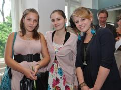 Úspěšná trojice ze SUPŠ a VOŠ Jablonec: zleva L. Szillerová T. Fišarová a A. Lochmanová